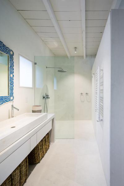 Fókuszban a tükör  keert - fürdő / WC ötlet, modern stílusban