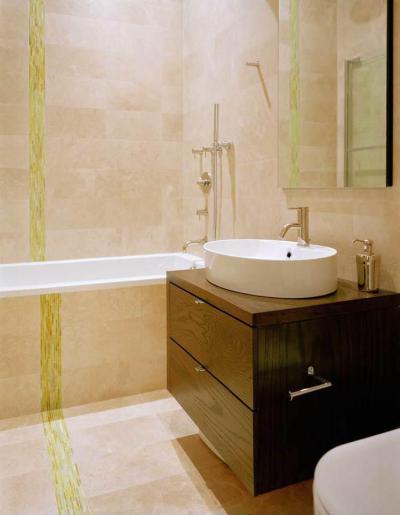 Aranyozott díszcsík falon, padlón - fürdő / WC ötlet, modern stílusban
