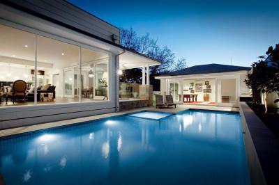 Modern terasz - medence / jakuzzi ötlet, modern stílusban