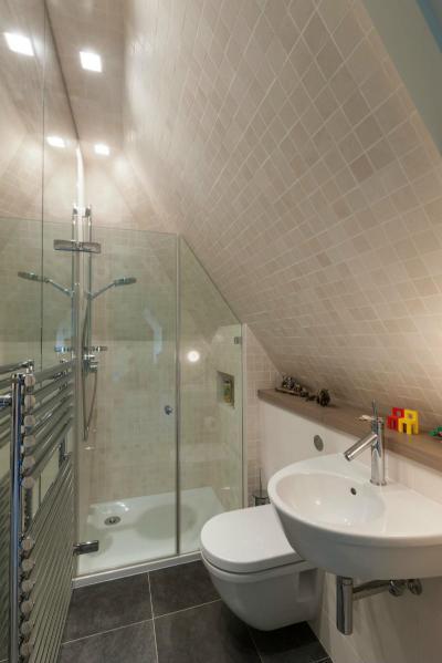 Tetőtéri fürdőszobák