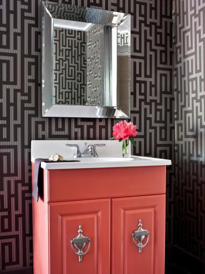 Rózsaszín mosdószekrény - fürdő / WC ötlet