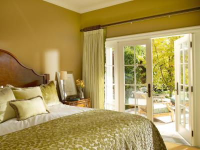 Olívazöld fal a hálóban - háló ötlet, klasszikus stílusban