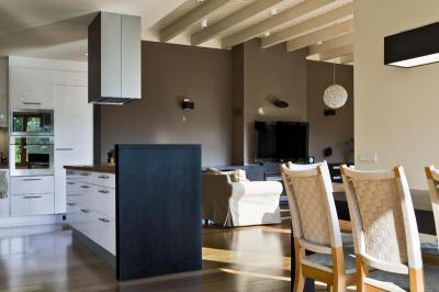Modern lakóház - nappali ötlet, modern stílusban