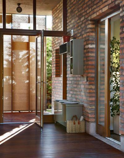 Modern lakóház - előszoba ötlet, modern stílusban