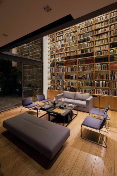 Impozáns könyvesszekrény - nappali ötlet, modern stílusban
