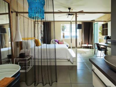 Háló és fürdő egy térben - háló ötlet, modern stílusban