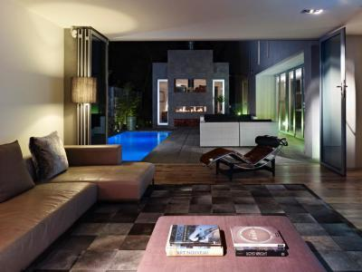 Terasszal összenyitott nappali - nappali ötlet, modern stílusban