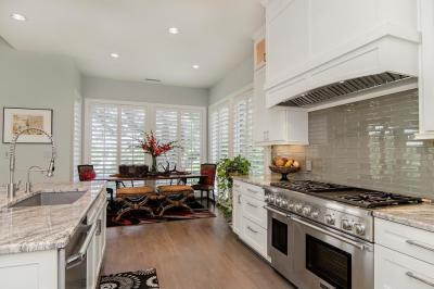 Dupla tűzhelyes konyha - konyha / étkező ötlet, modern stílusban