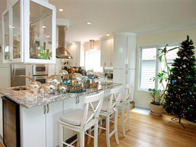 Fehér konyha karácsonykor - konyha / étkező ötlet, modern stílusban