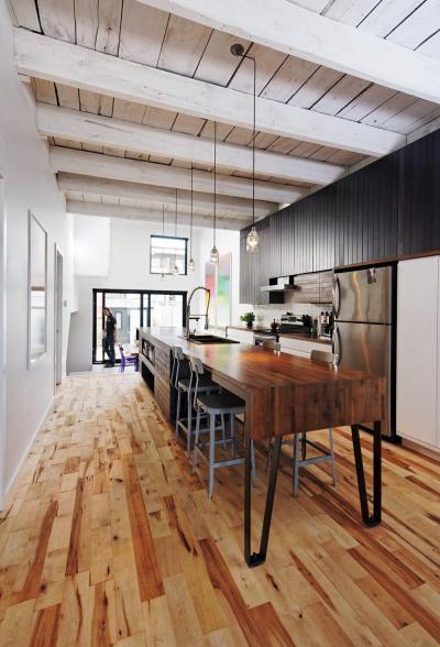 Rusztikus konyha modern bútorral - konyha / étkező ötlet