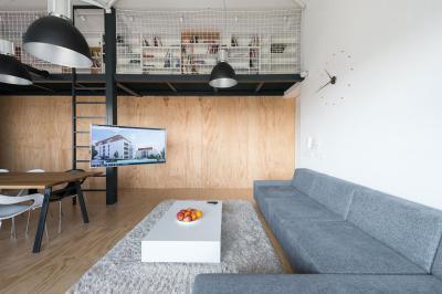 Nappali galériával - nappali ötlet, modern stílusban