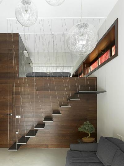 Modern lengő lépcső - belső továbbiak ötlet, modern stílusban
