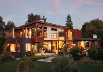 Ház sok ablakkal - homlokzat ötlet, modern stílusban