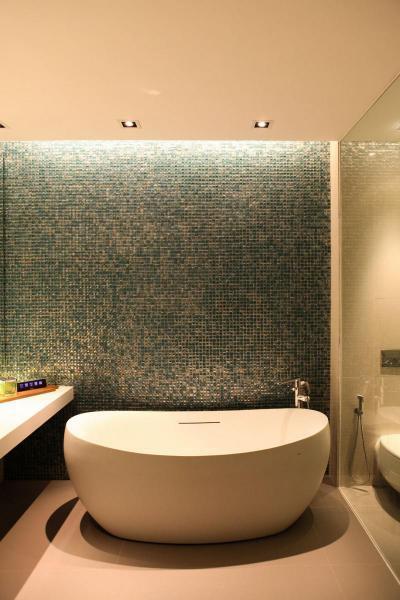 Fürdőszoba mozaikcsempével - fürdő / WC ötlet, modern stílusban