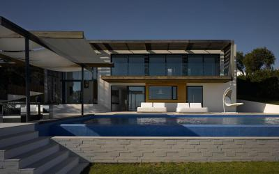 Tágas lakóház - homlokzat ötlet, modern stílusban