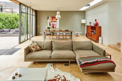 Egyterű nappali-étkezővel - nappali ötlet, modern stílusban