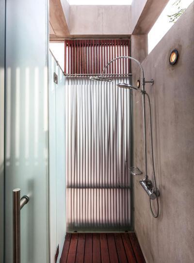 Zuhanyzó - fürdő / WC ötlet, modern stílusban