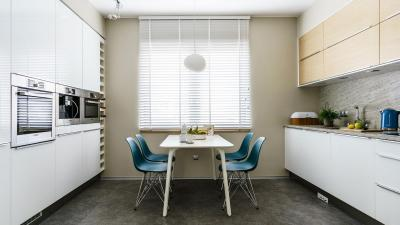 Konyha kék székkel - konyha / étkező ötlet, modern stílusban