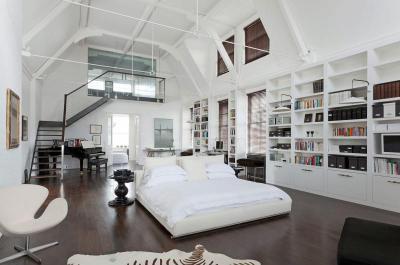 Egy tér nagy belmagasság - nappali ötlet, modern stílusban