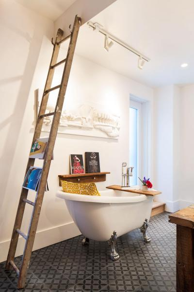 Szabadon álló lábas kád - fürdő / WC ötlet, modern stílusban