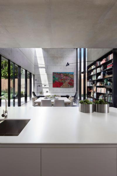 Látszóbeton üveggel - nappali ötlet, modern stílusban