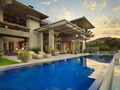 Modern ház medecével - medence / jakuzzi ötlet, modern stílusban