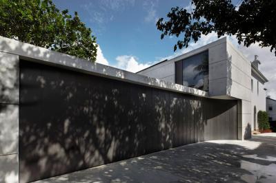 Átláthatatlan kerítés - kerítés ötlet, modern stílusban