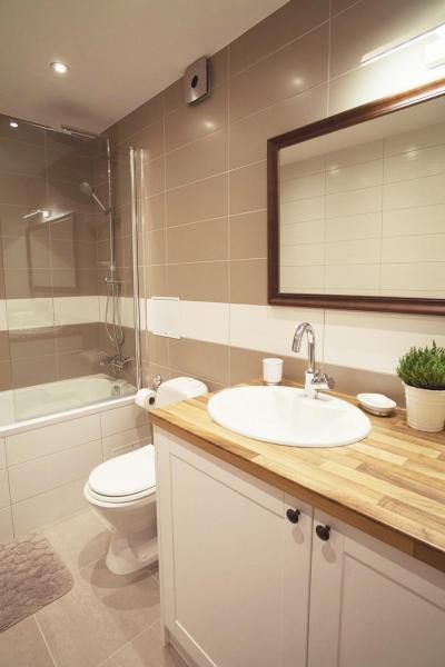 Egyszerű fürdőszoba - fürdő / WC ötlet, modern stílusban