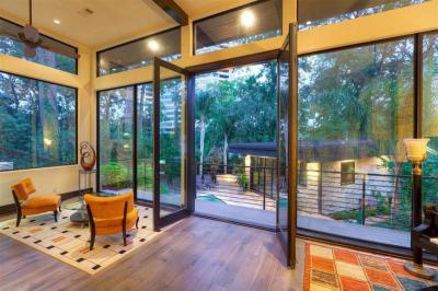 Kijárat a kertbe - nappali ötlet, modern stílusban