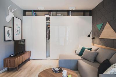 Kis lakás, okos tárolás - nappali ötlet, modern stílusban