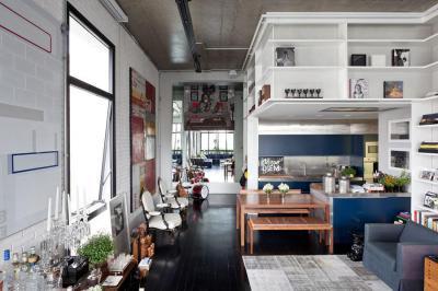Kék és fehér egy lakásban - nappali ötlet, modern stílusban