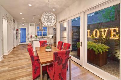 Piros székes étkező - konyha / étkező ötlet, modern stílusban