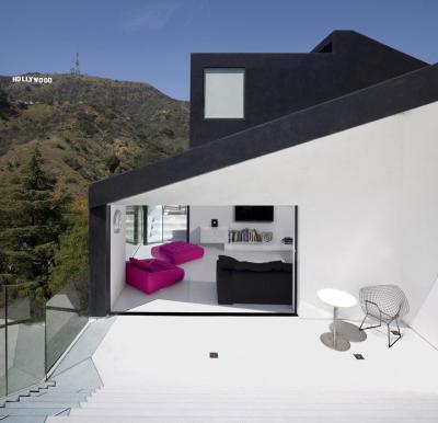 Teraszra nyitott nappali - erkély / terasz ötlet, modern stílusban