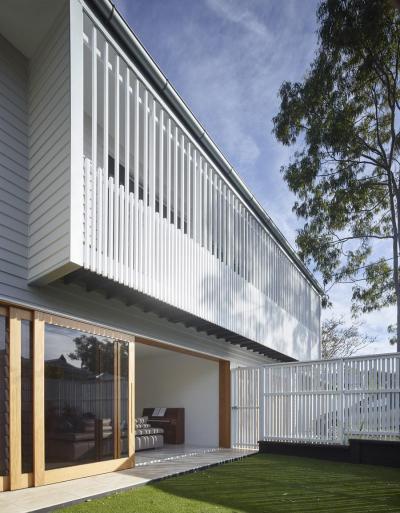 Fehér homlokzat - homlokzat ötlet, modern stílusban