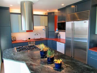 Piros konyhapult - konyha / étkező ötlet, modern stílusban