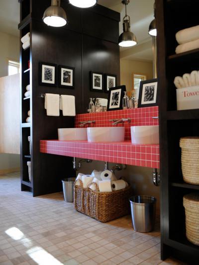 Piros, csempézett mosdópult - fürdő / WC ötlet, modern stílusban