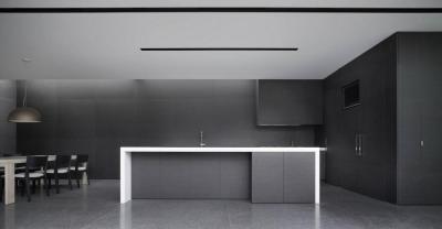 Grafitszürke konyha - konyha / étkező ötlet, minimál stílusban