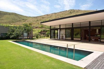 Modern ház medencével - medence / jakuzzi ötlet, modern stílusban