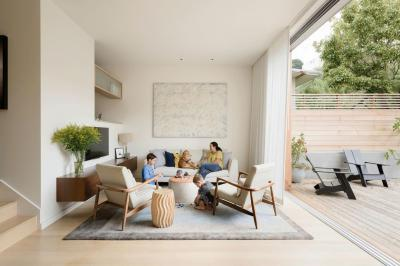 Terasszal egybeépített nappali - nappali ötlet, modern stílusban