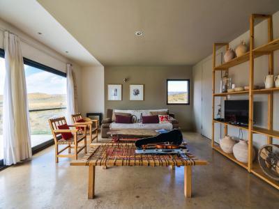 Egyszerű berendezés - nappali ötlet, modern stílusban