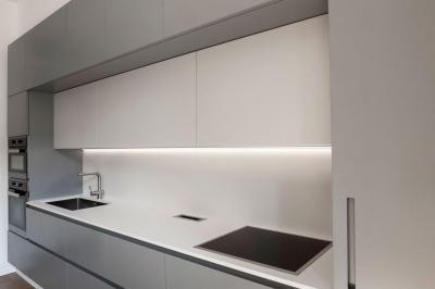 Fehér konyhabútor - konyha / étkező ötlet, minimál stílusban
