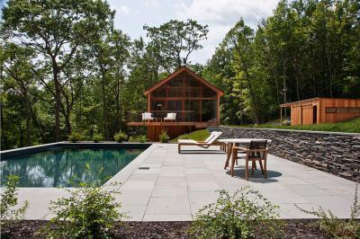 Ház medencével - erkély / terasz ötlet, modern stílusban