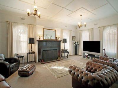 Kandalló a lakás dísze47 - nappali ötlet, klasszikus stílusban