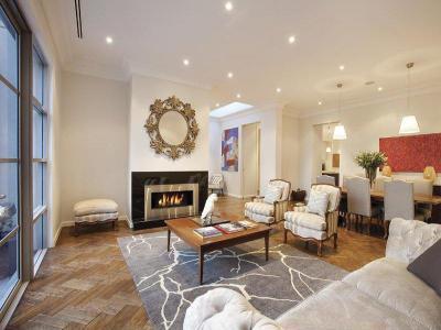 Kandalló a lakás dísze48 - nappali ötlet, klasszikus stílusban