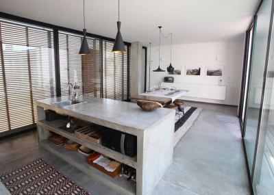 Betonpult a konyhában - konyha / étkező ötlet, modern stílusban