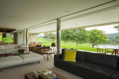 Teraszra nyitott nappali - nappali ötlet, modern stílusban