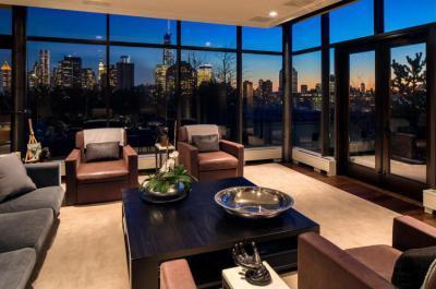 Panorámás penthouse - nappali ötlet, modern stílusban