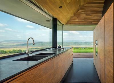 Fa konyhabútor - konyha / étkező ötlet, modern stílusban