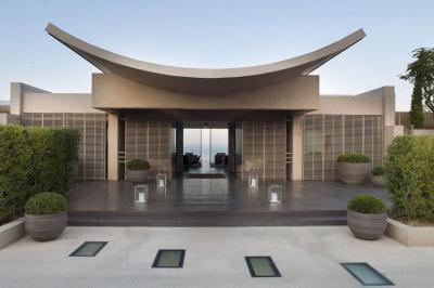 Egyedi tető megoldás - homlokzat ötlet, modern stílusban