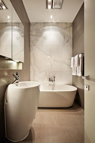 Fürdőszoba márvány burkolattal - fürdő / WC ötlet, modern stílusban